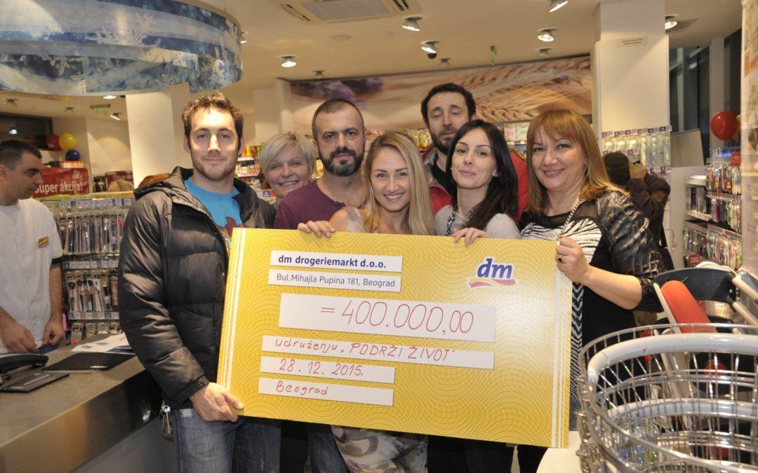 """""""dm drogerie"""" donirale 400.000,00 dinara Fondaciji Podrži Život"""